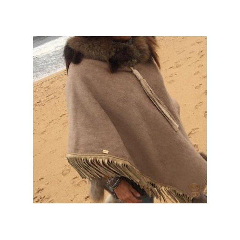 Poncho camel con fleco y...