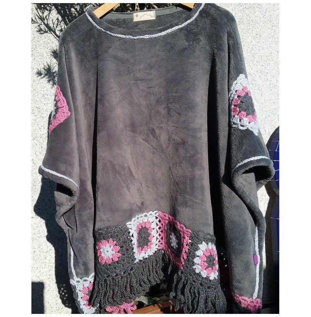 Poncho gris crochet cuadrados